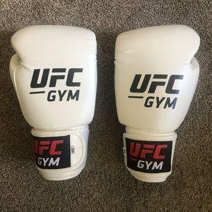 UFC Gloves 14 OZ (used once)